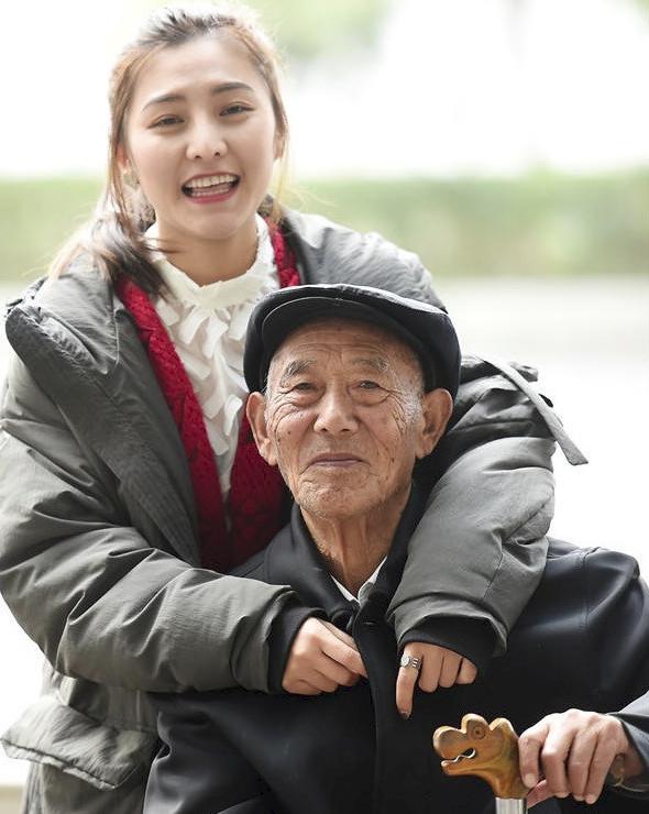 Bộ ảnh cưới của cô gái trẻ và cụ ông 87 tuổi khiến dân mạng xôn xao - ảnh 7