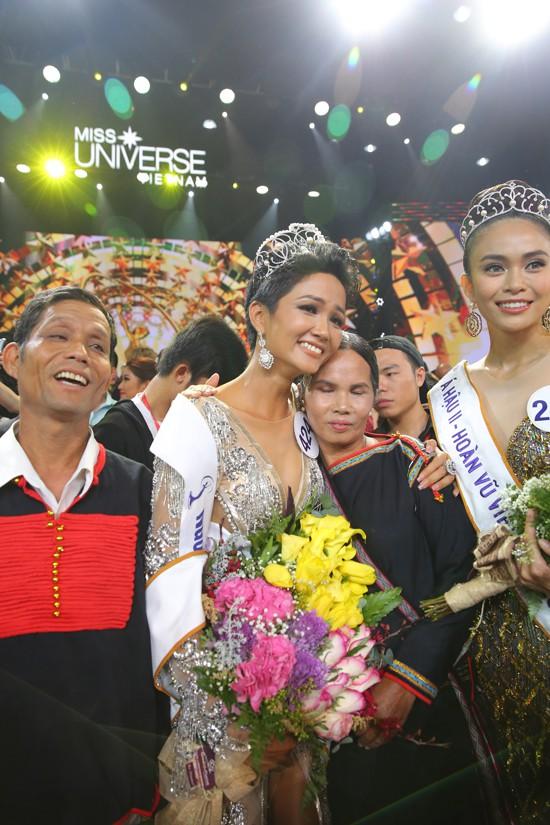 Người mẹ nghèo nhưng đầy đặc biệt của Hoa hậu H'Hen Niê - Ảnh 1.