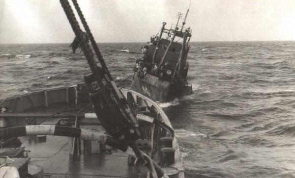 Hải quân Liên Xô cứu hộ tàu HQ-614  ở Trường Sa: Bất trắc đã xảy ra - Ảnh 2.