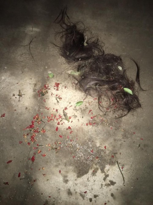 Xôn xao clip nghi mẹ chồng mang ớt đi đánh ghen giúp con dâu - Ảnh 1.