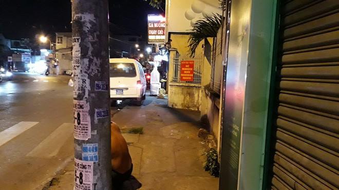 Nghi người đàn ông tự sát trong nhà vệ sinh trụ sở công an phường ở Sài Gòn - Ảnh 1.