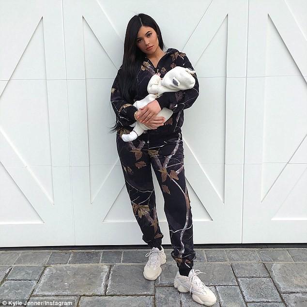 Kylie Jenner có con với bạn trai cũ gốc Việt nhưng lại bắt người yêu hiện tại đổ vỏ? - Ảnh 1.