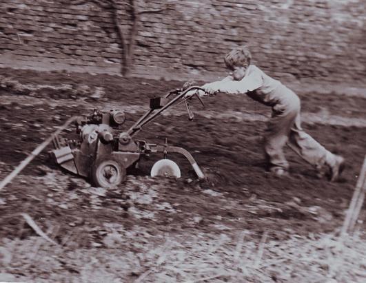 Những bức ảnh ít người biết tới về thời trẻ của giáo sư thiên tài Stephen Hawking - Ảnh 2.