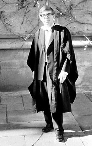 Những bức ảnh ít người biết tới về thời trẻ của giáo sư thiên tài Stephen Hawking - Ảnh 7.