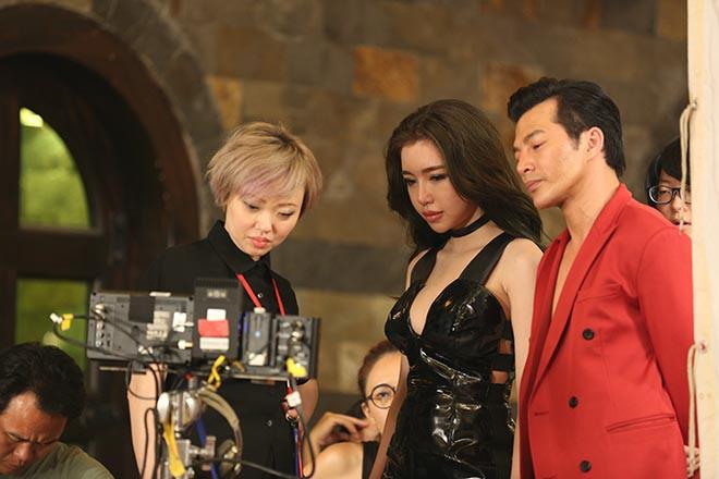 Clip: Elly Trần mặc táo bạo khi diễn cùng Trương Quân Ninh - ảnh 3