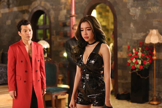 Clip: Elly Trần mặc táo bạo khi diễn cùng Trương Quân Ninh - ảnh 1
