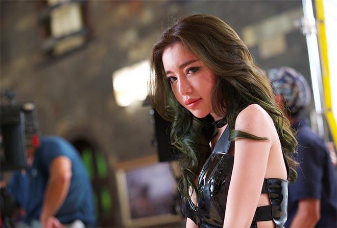 Clip: Elly Trần mặc táo bạo khi diễn cùng Trương Quân Ninh - ảnh 5
