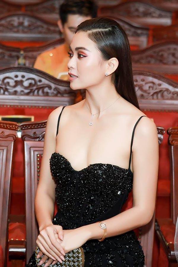 Cuộc đua gợi cảm của Hoàng Thùy, Mâu Thủy sau Hoa hậu Hoàn vũ Việt Nam - Ảnh 11.