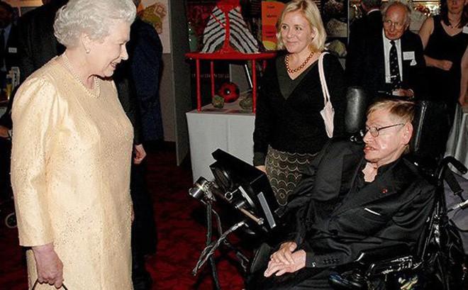 Nguyện ước ngày cuối đời của Stephen Hawking: Gọi mãi tiếng Gia đình thiêng liêng - Ảnh 1.