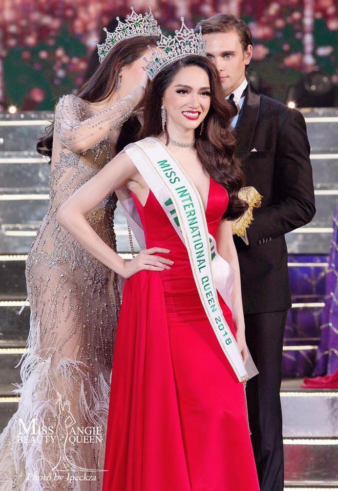 Bị so sánh nhan sắc với Lâm Khánh Chi, Hoa hậu Hương Giang thẳng thắn đáp lại - Ảnh 3.