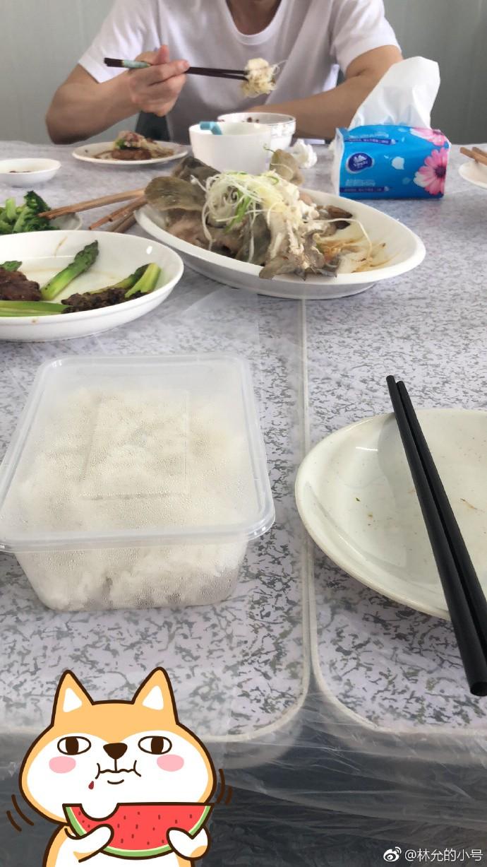 Đoàn làm phim Mỹ Nhân Ngư 2 hé lộ bữa ăn đạm bạc của đại gia Châu Tinh Trì