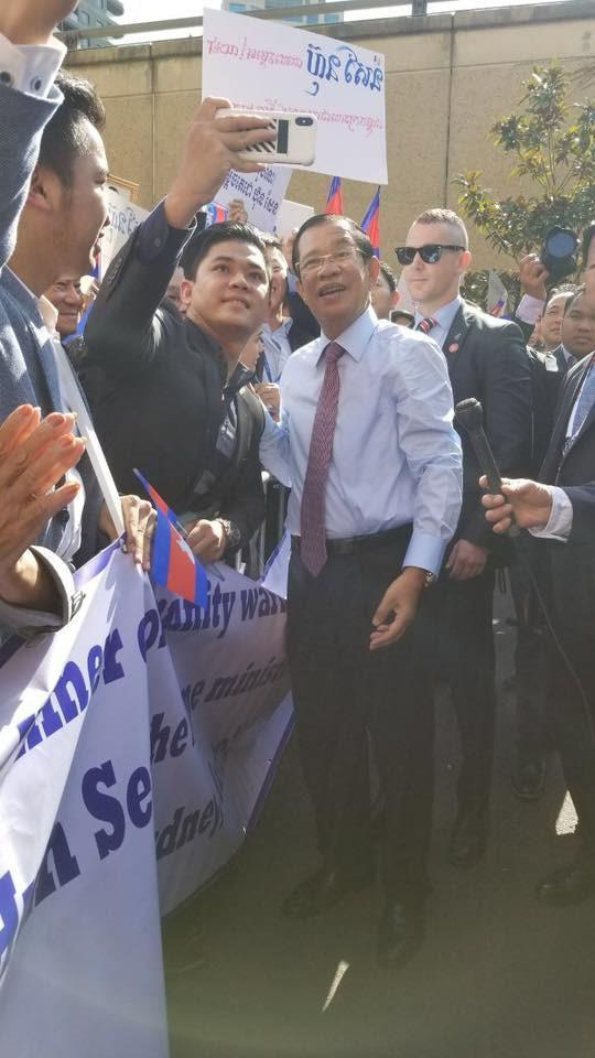 Chùm ảnh: Tinh thần selfie cao độ của Thủ tướng Campuchia cùng các nguyên thủ ASEAN - Ảnh 7.