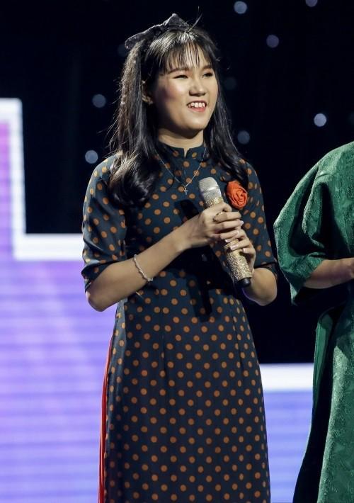 Cô bé mù hát Bolero khiến Ngọc Sơn khóc, Quang Lê tặng 10 triệu và Như Quỳnh mời hát chung - Ảnh 1.