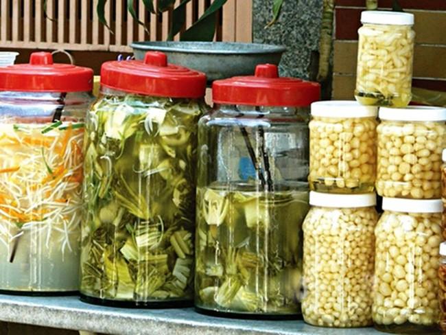 Nguy cơ sức khỏe từ thực phẩm chế biến sẵn, truyền thống - Ảnh 1.