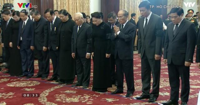Đoàn Quốc hội do Chủ tịch Quốc hội Nguyễn Thị Kim Ngân dẫn đầu vào viếng thủ tướng Phan Văn Khải.