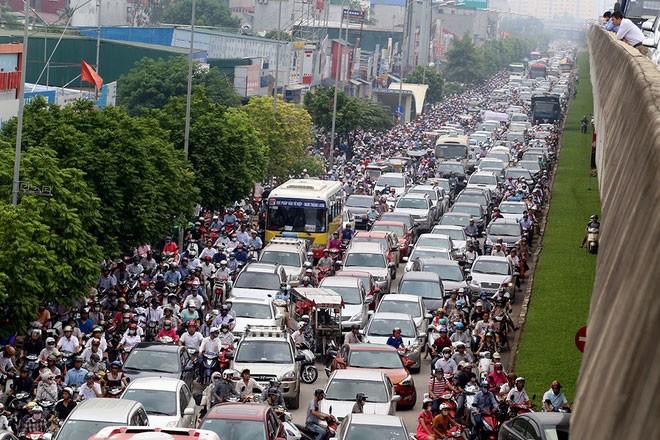 Những chiếc ô tô trong hình hài... xe máy trên đường phố Việt Nam - ảnh 3