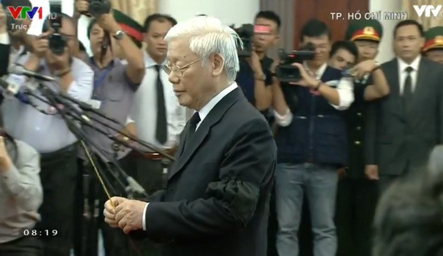 Tổng bí thư Nguyễn Phú Trọng dâng hương nguyên Thủ tướng Phan Văn Khải.