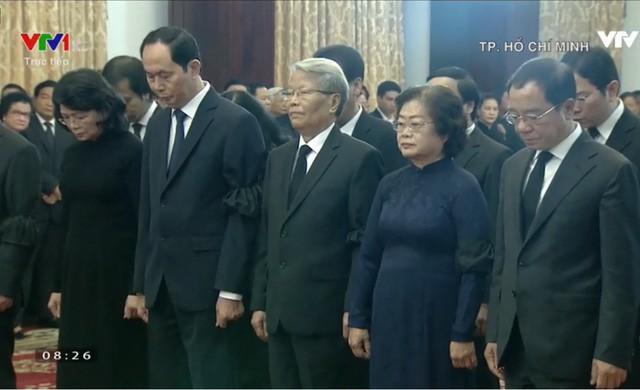 Đoàn Chủ tịch nước do Chủ tich Trần Đại Quang dẫn đầu đến kính viếng nguyên Thủ tướng Phan Văn Khải.