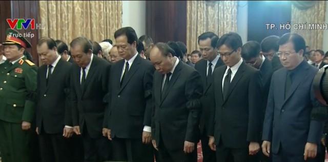 Lễ tang thủ tướng Phan Văn Khải: Đoàn Chính phủ do Thủ tướng Nguyễn Xuân Phúc dẫn đầu vào viếng.