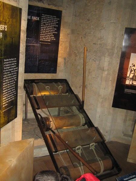 Những bí mật ít người biết đến và chưa thể lý giải bên trong tháp London - Ảnh 2.