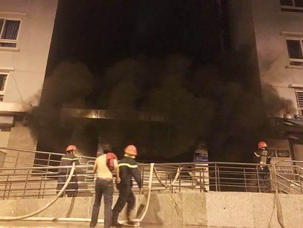 Hiện trường vụ cháy chung cư cao cấp khiến 13 người tử vong, 14 bị thương ở Sài Gòn - Ảnh 4.