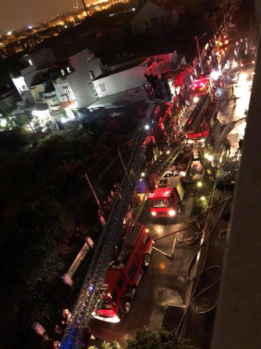 Cháy chung cư cao cấp ở Sài Gòn vào giữa đêm, ít nhất 13 người thiệt mạng - Ảnh 7.