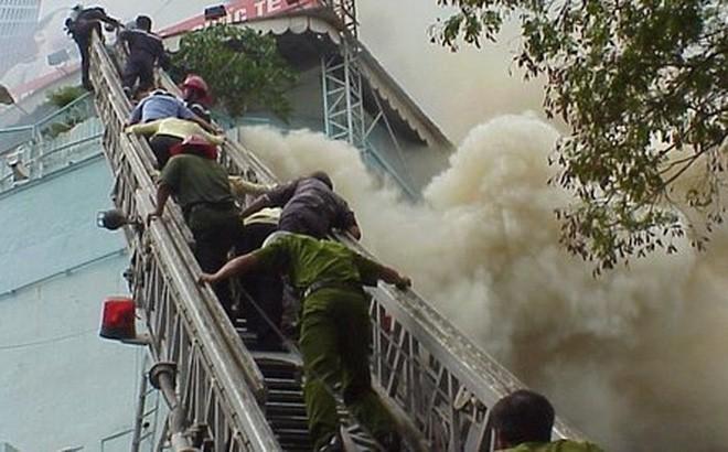 Những vụ cháy tòa nhà cao tầng kinh hoàng gây thiệt hại nặng nề về người và tài sản - Ảnh 11.
