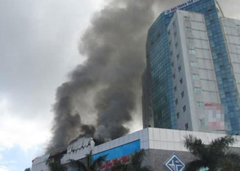 Những vụ cháy tòa nhà cao tầng kinh hoàng gây thiệt hại nặng nề về người và tài sản - Ảnh 5.