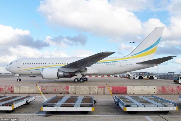 'Cung điện ánh sáng' vàng dát lên cửa và chuyên cơ xa xỉ tốn 30.000 USD một giờ bay của hoàng tử Ả-rập - Ảnh 11.