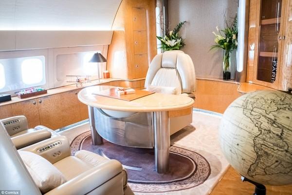 'Cung điện ánh sáng' vàng dát lên cửa và chuyên cơ xa xỉ tốn 30.000 USD một giờ bay của hoàng tử Ả-rập - Ảnh 14.