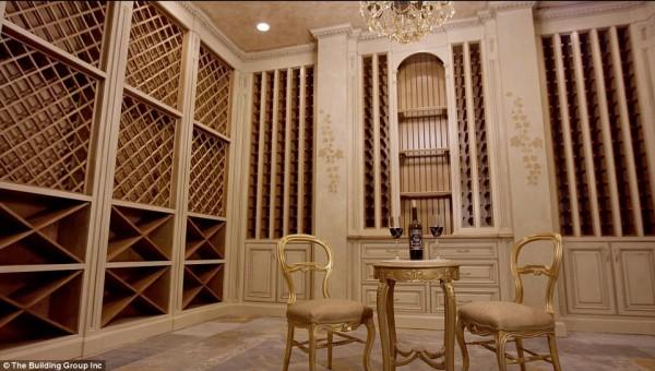 'Cung điện ánh sáng' vàng dát lên cửa và chuyên cơ xa xỉ tốn 30.000 USD một giờ bay của hoàng tử Ả-rập - Ảnh 4.