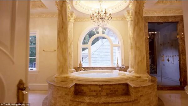 'Cung điện ánh sáng' vàng dát lên cửa và chuyên cơ xa xỉ tốn 30.000 USD một giờ bay của hoàng tử Ả-rập - Ảnh 5.