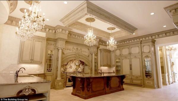 'Cung điện ánh sáng' vàng dát lên cửa và chuyên cơ xa xỉ tốn 30.000 USD một giờ bay của hoàng tử Ả-rập - Ảnh 8.