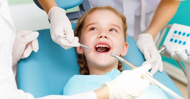 5 quan niệm sai lầm khiến trẻ bị hỏng răng ngay từ nhỏ, các bậc cha mẹ cần chú ý - Ảnh 2.