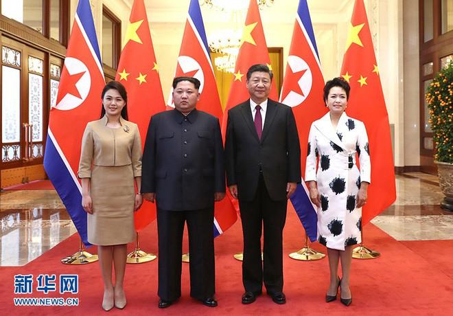 Mặc đồ rất giản dị, phu nhân ông Kim Jong Un vẫn làm cộng đồng mạng TQ sôi sục vì quá đẹp - Ảnh 1.