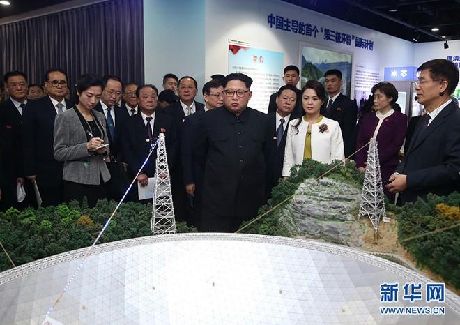 Mặc đồ rất giản dị, phu nhân ông Kim Jong Un vẫn làm cộng đồng mạng TQ sôi sục vì quá đẹp - Ảnh 2.
