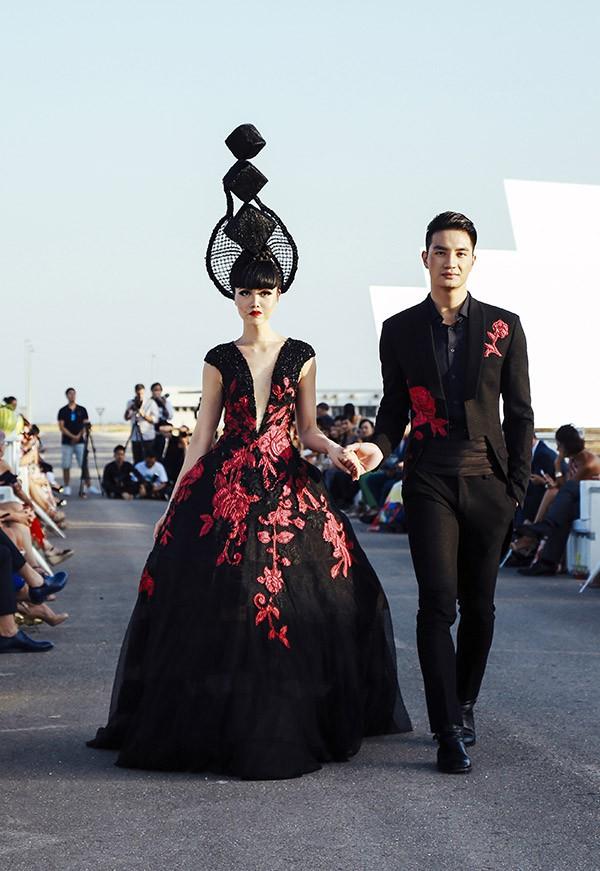 Siêu mẫu gốc Việt nổi tiếng - Jessica Minh Anh xuất hiện giản dị tại một sự kiện ở Hà Nội - Ảnh 1.
