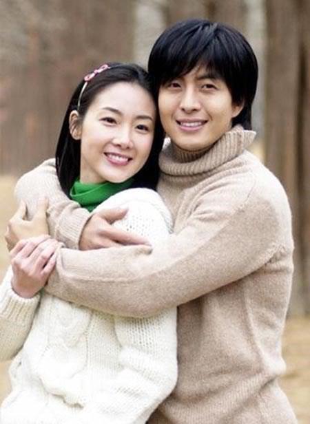 Mỹ nhân Bản tình ca mùa đông Choi Ji Woo bất ngờ kết hôn ở tuổi 42 - Ảnh 2.