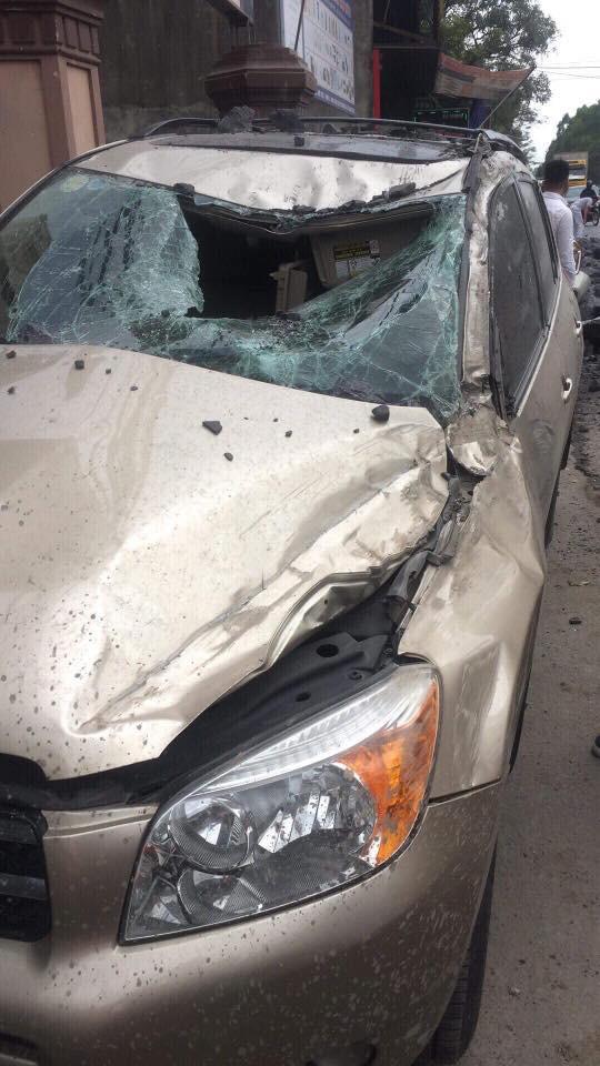 Tài xế đánh lái ngoạn mục cứu 2 người ngã ra giữa đường có phải chịu bồi thường? - Ảnh 6.