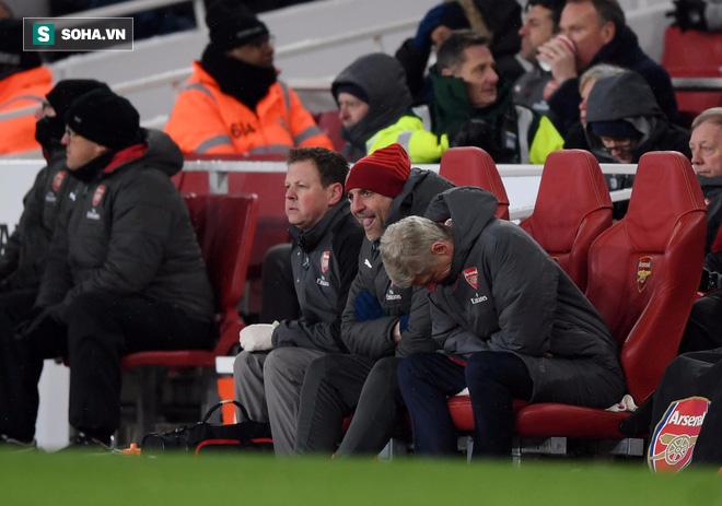 Ở Arsenal giờ đây chỉ còn lời kêu cứu, sự thất bại và một tượng đài sụp đổ - Ảnh 1.