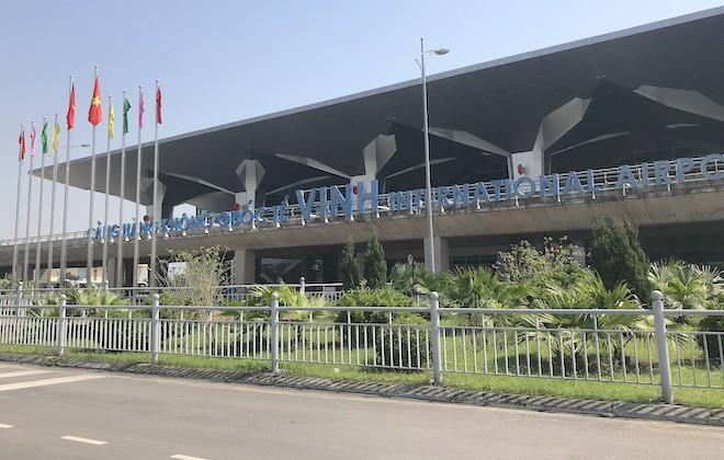 Tài xế taxi cầm dao nhọn tấn công nhân viên an ninh sân bay Vinh - Ảnh 1.