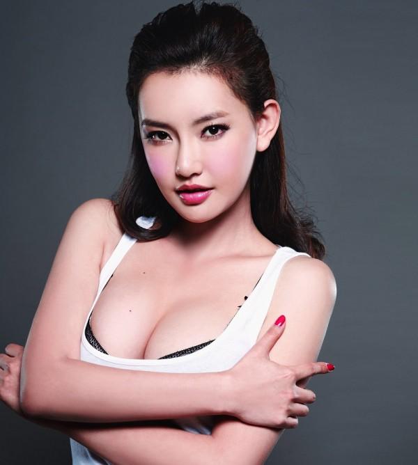 Nhan sắc nóng bỏng của con gái Châu Nhuận Phát được vua phim 18+ để ý - Ảnh 5.