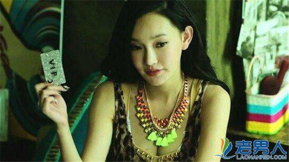 Nhan sắc nóng bỏng của con gái Châu Nhuận Phát được vua phim 18+ để ý - Ảnh 1.