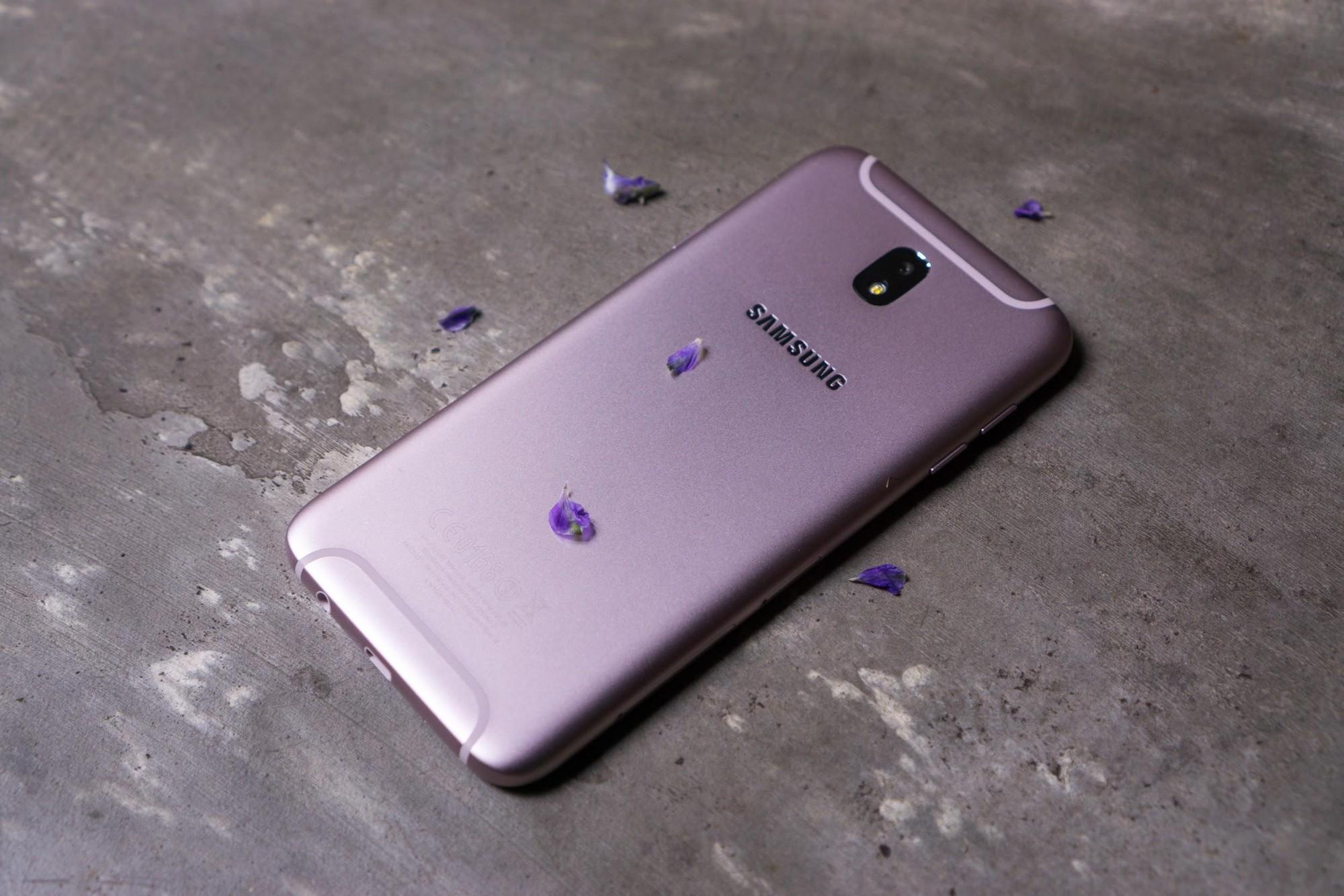 Bộ ảnh chụp cận cảnh Galaxy J7 Pro màu hồng nữ tính, món quà ý