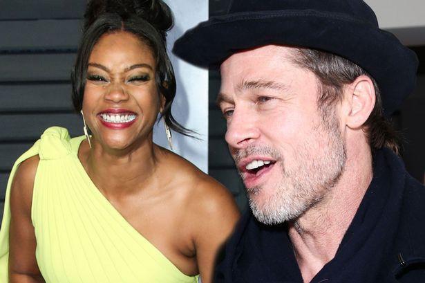 """Brad Pitt bất ngờ """"thả thính"""" nữ diễn viên tháo giày cao gót lên công bố giải thưởng Oscar - Ảnh 1."""
