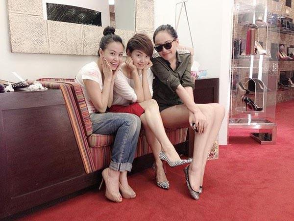 Hai cô bạn độc thân giàu có, đẳng cấp và xinh đẹp của Hoàng Thùy Linh - Ảnh 9.