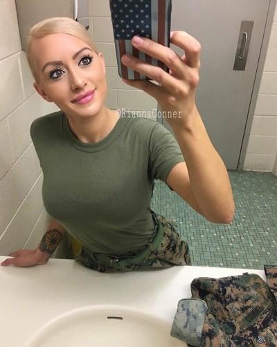 Vẻ đẹp nóng bỏng đầy gợi cảm của nữ lính thủy đánh bộ Mỹ - Ảnh 4.