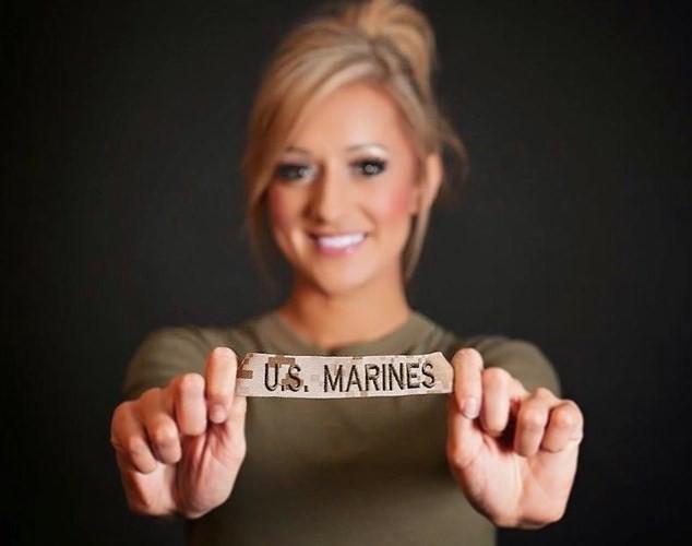 Vẻ đẹp nóng bỏng đầy gợi cảm của nữ lính thủy đánh bộ Mỹ - Ảnh 9.