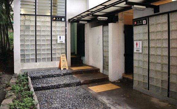 Cần có bằng đại học để làm việc ở nhà vệ sinh công cộng tại Trung Quốc - Ảnh 1.