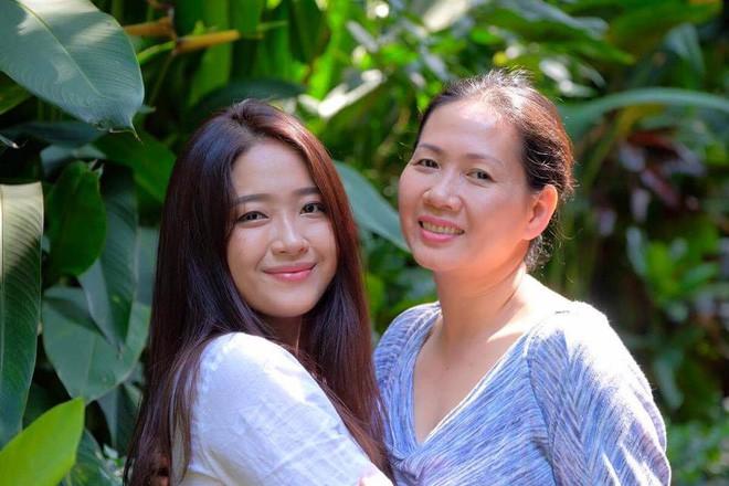 Ái nữ của người mẹ Giám đốc khuyên con gái đừng mua chiếc túi 300 đô rỗng: Là tiểu thư được cưng chiều, vẫn đi làm thêm kiếm sinh hoạt phí - Ảnh 2.